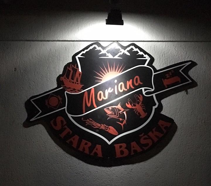 Das neue Logo ziert nun endlich auch die Rückwand unserer Bar 😃